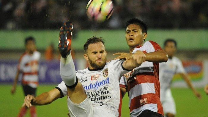 Madura United vs PSMS Medan